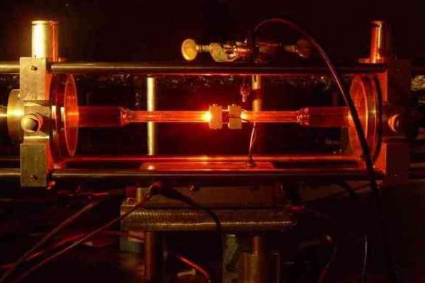 Un esperimento con i laser ci dirà cosa accade davvero durante la rotazione terrestre!