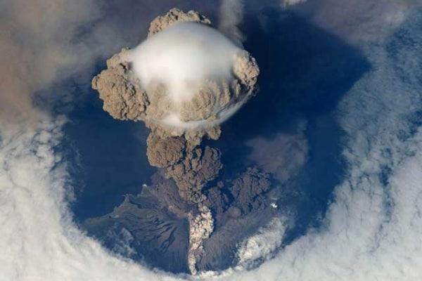Quanto in alto possono arrivare le ceneri vulcaniche?