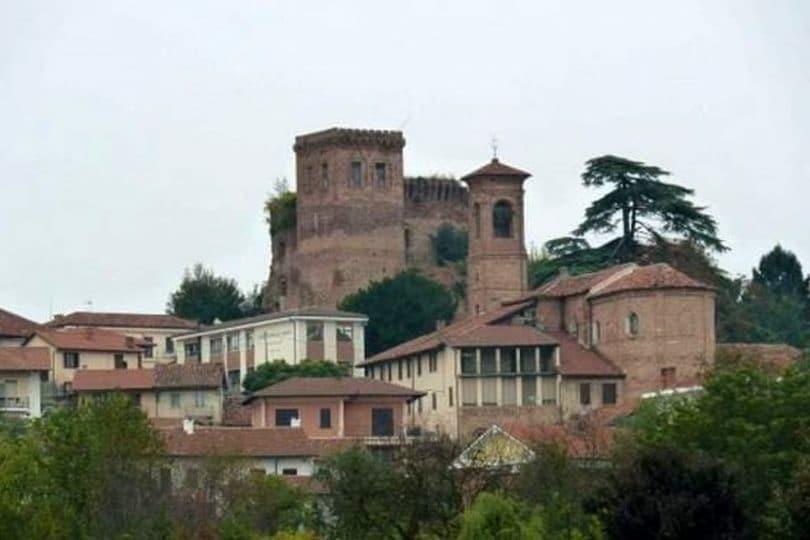 Vendesi castello infestato: in vendita la Rocca di Arignano, luogo di fantasmi e misteri