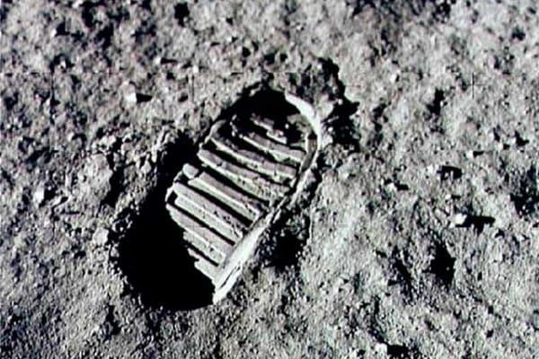 Sulla Luna c'è ancora la prima impronta dell'uomo?