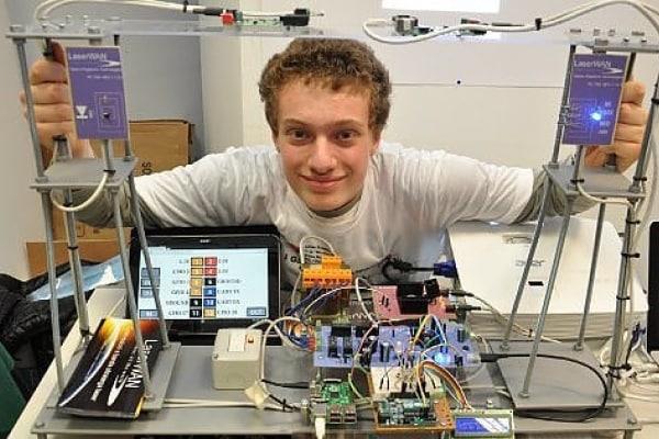 Sedicenne italiano vince premio UE per la scienza!