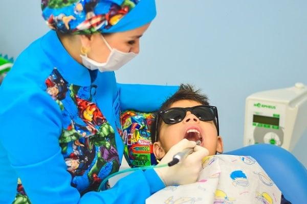 Super poteri per vincere la paura del dentista: la cura della propria bocca diventa un'avventura!