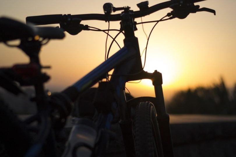 Bicicletta, 10 regole per pedalare sicuri in strada