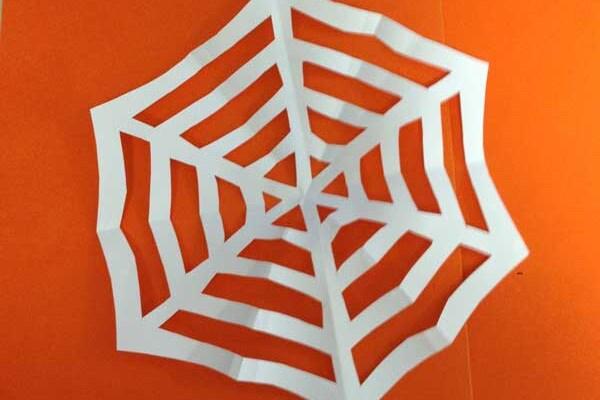 Lavoretti | Fai da te la ragnatela per Halloween