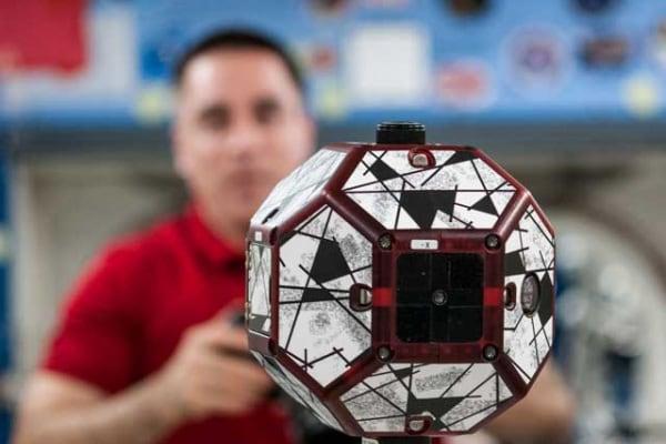Droni intelligenti alla conquista dello spazio!