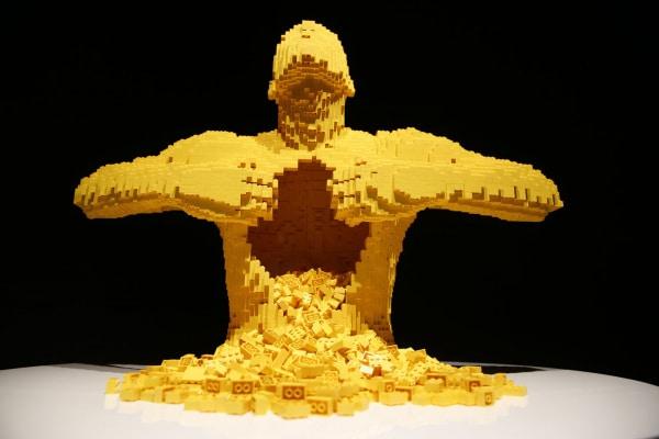 L'artista che ricrea sculture e quadri famosi con i mattoncini Lego