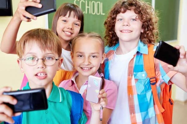 Smartphone in classe? Un'app permette ai vostri genitori di tenerli al guinzaglio!