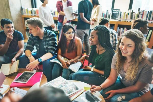 #LEPAROLECHESIAMO: il nuovo concorso del Devoto-Oli per riscoprire le idee dell'accoglienza