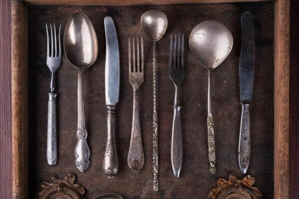 Gli oggetti che usiamo | Conosci la storia del cucchiaio e della forchetta?