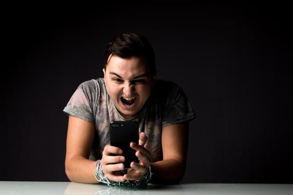 #sconnessi: che cos'è la nomofobia?