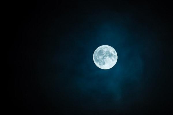 Nuove teorie | La luna ha avuto origine da un'enorme… ciambella spaziale!
