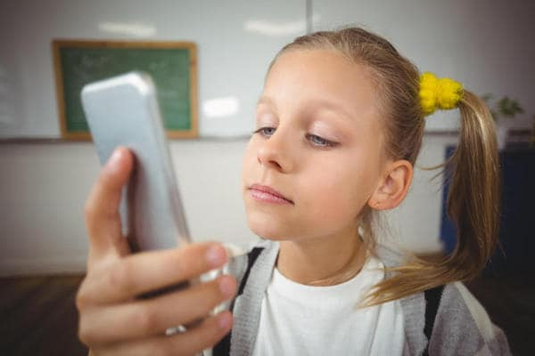 Smartphone in classe: favorevole o contrario?