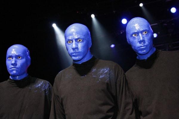 I blue man per la prima volta in Italia fanno esplodere i colori a teatro