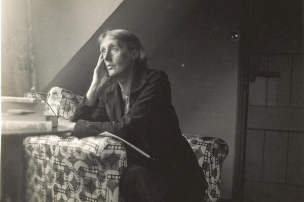 Il doodle di Google oggi è dedicato a Virginia Woolf: sai chi è?