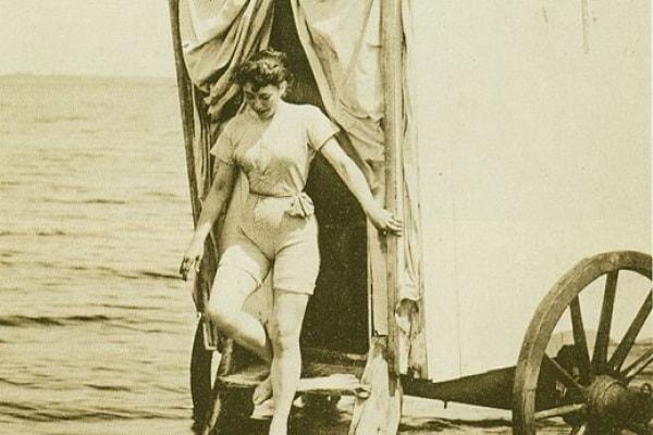 Costumi da bagno: strani, divertenti, storici