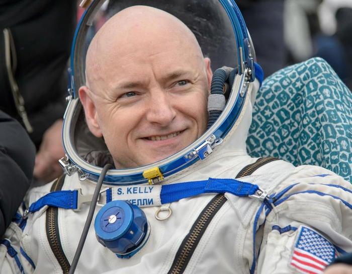 """L'astronauta Scott Kelly: """"Ragazzi, non fatevi spaventare dalla Scienza""""!"""