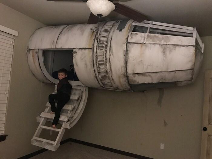 Sogni e Star Wars: Un papà tuttofare ha costruito al figlio un letto a forma di Millennium Falcon! / Image 1
