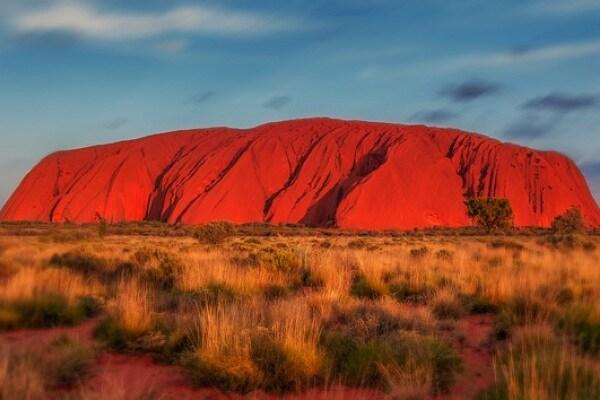 Australia: gli aborigeni hanno vinto, dal 2019 non si può salire su Uluru