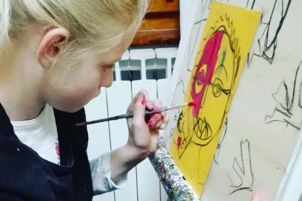 Clara ha 12 anni e farà la sua prima mostra di dipinti!