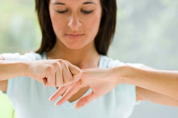 Fa male o no schioccarsi le dita?