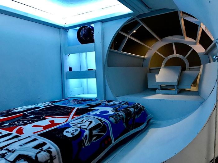 Sogni e Star Wars: Un papà tuttofare ha costruito al figlio un letto a forma di Millennium Falcon!