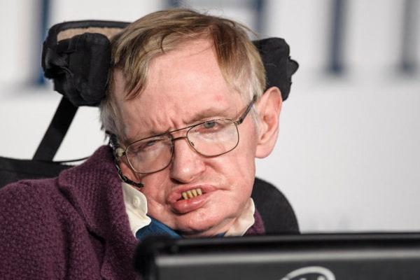 Addio Stephen Hawking: ci lascia il celebre astrofisico che indagò le origini dell'universo