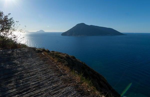 Scoperti sette vulcani sommersi nel Mar Tirreno