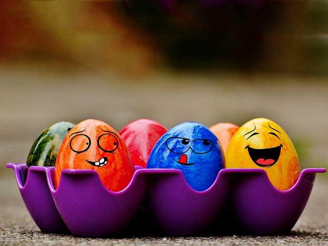 Lavoretti di Pasqua | Come svuotare un uovo per decorarlo