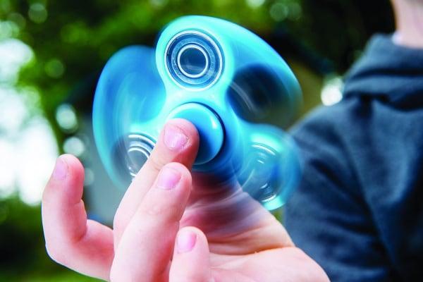 Tricks con i fidget spinner: dai basici ai più complessi