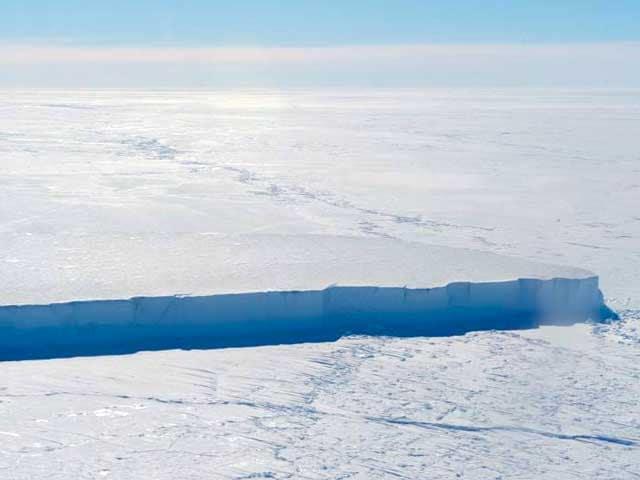 Dall'Antartide si è staccato uno degli iceberg più grandi di sempre