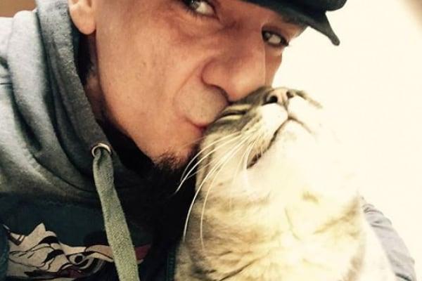 J-Ax scrive una lettera di addio al suo gatto Little