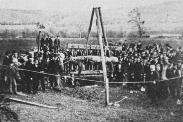 La strana storia del gigante di Cardiff