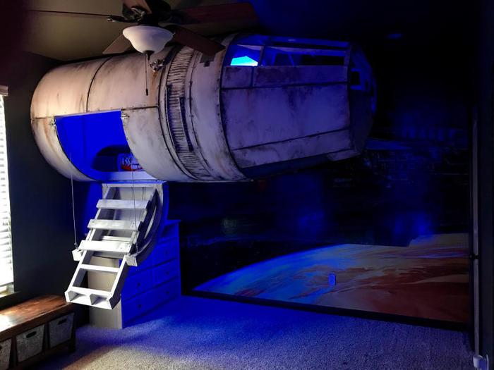 Sogni e Star Wars: Un papà tuttofare ha costruito al figlio un letto a forma di Millennium Falcon! / Image 8
