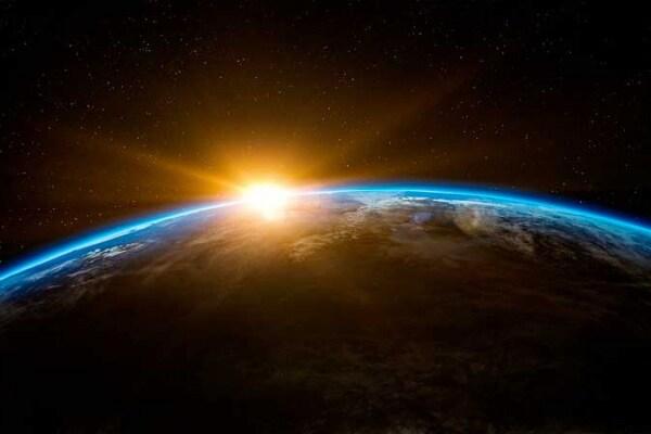 Ecco come la Terra gira intorno al Sole e su se stessa!