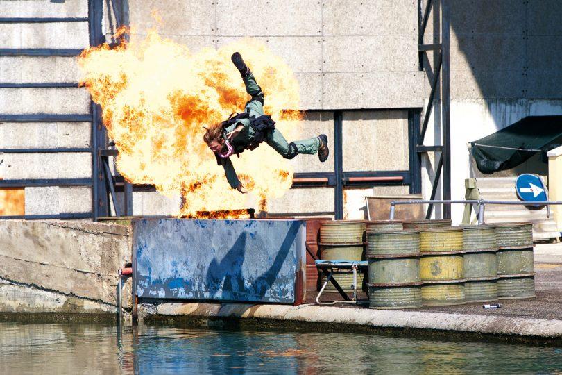 Salti pazzeschi, fiamme su tutto il corpo, guida estrema: lo fanno gli stuntman